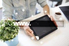 与万维网文本的查寻酒吧 网站, URL 数字式营销 事务、互联网和技术概念 免版税库存照片