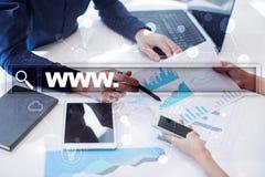 与万维网文本的查寻酒吧 网站, URL 事务,互联网,技术概念 图库摄影