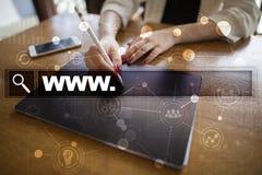 与万维网文本的查寻酒吧 网站URL 事务,互联网,技术概念 库存照片