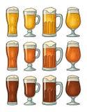 与三个类型啤酒的四块不同玻璃 葡萄酒颜色板刻 库存例证