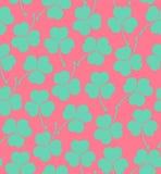 与三叶草的无缝的逗人喜爱的样式,墙纸的三叶草不尽的背景纹理,包装,纺织品,工艺 免版税库存照片