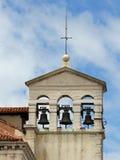 与三响铃的钟楼在一个古老教会里在ital的威尼斯 库存照片