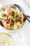 与三文鱼和菜的Capellini面团 库存照片