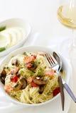 与三文鱼和菜的Capellini面团 库存图片