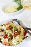 与三文鱼和菜的Capellini面团 图库摄影