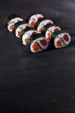 与三文鱼和金枪鱼的寿司 库存照片