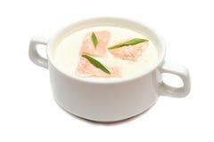 与三文鱼的奶油色汤 免版税图库摄影