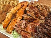 与三文鱼的开胃菜、牛肉和猪肉胸肉和双方 免版税库存照片