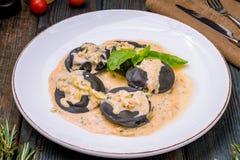 与三文鱼的意大利馄饨 免版税图库摄影
