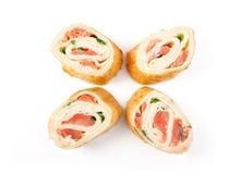 与三文鱼的玉米粉薄烙饼寿司 免版税库存照片