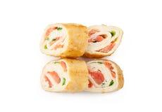 与三文鱼的玉米粉薄烙饼寿司 免版税库存图片