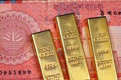 与三种金制马上的齿龈的十塔卡孟加拉国的笔记 免版税库存照片