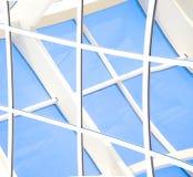 与三角和线的几何蓝色抽象背景 免版税图库摄影