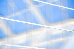 与三角和线的几何蓝色抽象背景 库存图片