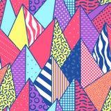 与三角的葡萄酒孟菲斯样式几何时尚无缝的样式 摘要塑造纺织品的背景 皇族释放例证