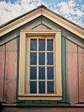 与上部窗口的老木大厦 免版税库存图片