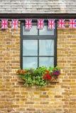 与上面英国国旗旗布的视窗 免版税库存图片