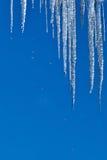 与下落的冰柱 免版税图库摄影