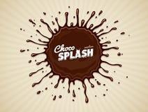 与下落的圆的巧克力飞溅 免版税库存照片