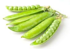 与下落的新鲜的绿豆 库存图片