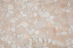 与不规则的破碎石块位的被仿造的石地板 库存照片