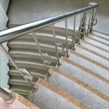 与不锈的楼梯栏杆的Mable步 库存图片