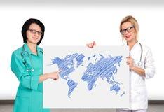 与世界地图的海报 库存图片