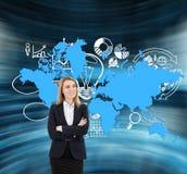 与世界地图的白肤金发的妇女和企业象 库存图片