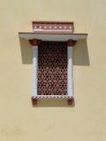 与东方装饰品的古老窗口在斋浦尔 免版税图库摄影