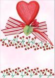 与丝带和玫瑰的红色木心脏 免版税图库摄影
