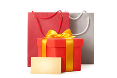 与丝带和teg的礼品红色配件箱 免版税图库摄影