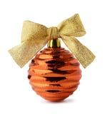 与丝带弓的金黄圣诞节球 免版税库存照片