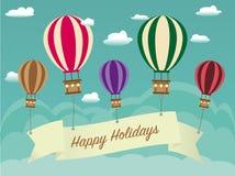 与丝带的减速火箭的愉快的假日背景在热空气气球, cloudscape 图库摄影