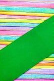 与丝带的打印的和被画的五颜六色的条纹 免版税图库摄影