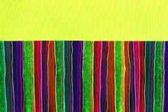 与丝带的打印的和被画的五颜六色的条纹 库存图片
