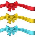 与丝带的汇集五颜六色的礼物弓 皇族释放例证