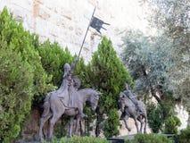 与两个骑士的雕象在老城市在雅法门附近的耶路撒冷 图库摄影