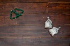 与两个玻璃房子的圣诞树 免版税库存图片