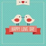 与两只逗人喜爱的鸟的愉快的爱天卡片 免版税库存图片