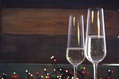 与两块香槟玻璃的静物画 库存照片