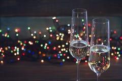与两块香槟玻璃的静物画 免版税库存照片