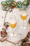 与两块玻璃的新年党用香槟填装了对celebr 免版税库存图片