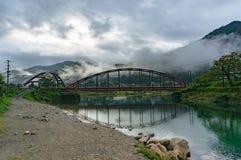 与两座桥梁的日本乡下风景在河 库存图片