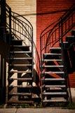 与两种不同颜色的对称楼梯 图库摄影