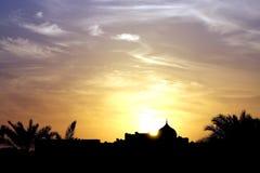 与严重的云彩的美好的日落 免版税库存照片
