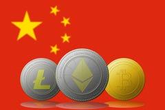 与中国旗子的Litecoin Ethereum Bitcoin cryptocurrency在背景 图库摄影