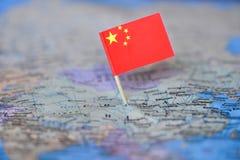 与中国的旗子的地图 库存图片