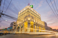 与中葡萄牙建筑学样式设计在泰国,开始的最美丽的Kasikorn银行大楼起作用2015年1月12日 图库摄影