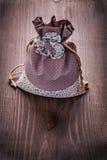 与串的美丽的织品袋子在葡萄酒 免版税库存照片