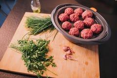 与为烹调准备的食物来源的一个厨房酒吧 库存图片